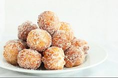 Donuts made from scratch in 15 minutes! So easy and delicious, this recipe is a definite keeper. Donuts made from scratch in 15 minutes! So easy and delicious, this recipe is a definite keeper. Think Food, I Love Food, Delicious Desserts, Yummy Food, Delicious Donuts, Eggless Desserts, Eggless Recipes, Tasty, Breakfast Recipes
