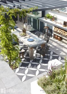 Check out these 10 simple and affordable ways to update your deck or pergola! These backyard deck ideas will add loads of style to your outdoor space! Diy Pergola, Pergola Swing, Wooden Pergola, Pergola Kits, Pergola Ideas, Pergola Roof, Cheap Pergola, Patio Ideas, Metal Pergola
