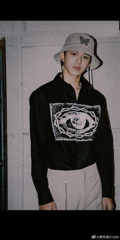 Lucas Nct, Mark Nct, Fine Boys, Aesthetic Vintage, Fandoms, Aesthetic Pictures, Taeyong, Entertainment, Handsome Boys