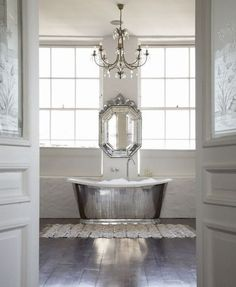 Lovve the silver bathtub!!