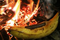 banana boats, melted chocolate, banana on fire, Bonfire Banana Boats With Melted Dark Chocolate, cooking with fire, cooking, how-to, vegan cooking, kid friendly, recipes,