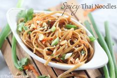 Deliciously spicy with hints of sweetness, these thai noodles are an amazing addition to your dinner table. Try them tonight! Vegetarian Recipes, Cooking Recipes, Healthy Recipes, Fast Recipes, Yummy Recipes, Healthy Food, Recipies, Yummy Food, Spicy Thai Noodles
