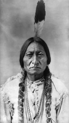 SITTING BULL was a beloved medicine man and chief of the Sioux Indian Tribe. Chief Sitting Bull was born in about 1837 in what is now North Dakota. He was the son of Sioux chief Jumping Bull. Sitting Bull, Native American Photos, Native American History, American Indians, American Women, American Group, American Cake, American Legend, American Symbols