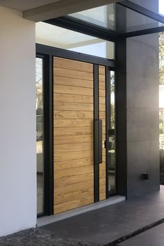 House of 292 modern style in S. Thomas Buenos Aires, of the architectural DX ARQ architect Adrian Petrone and architect Matilde González Home Door Design, House Gate Design, Door Gate Design, Door Design Interior, Main Door Design, Wooden Door Design, Front Door Design, Modern House Design, Modern Entrance Door