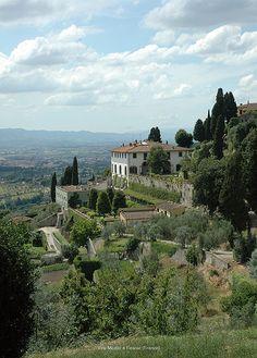 Villa Medici a Fiesole (Firenze) Milano Giorno e Notte - We <3 You! http://www.milanogiornoenotte.com