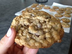 Im gnna try dis either tonight or soon.. Oatmeal Raisin Cookies!