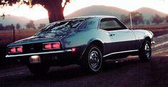 A primeira geração do Camaro começou a ser produzida e vendida em setembro de 1966, mas seu ano-modelo já era 1967