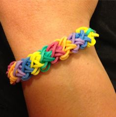 Double-X Rainbow Loom Design Kids Bracelets, Rainbow Loom Bracelets, Bracelet Crafts, Jewelry Crafts, Rainbow Loom Patterns, Diy Accessoires, Rubber Band Bracelet, Loom Charms, Loom Bands