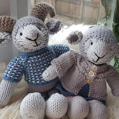 May your day be full of calm and happiness, mine is full of shouty boys who manage to get everything out and leave it out,… Origami, Easter 2018, Little Cotton Rabbits, Knitted Animals, Happy Sunday, Creative Inspiration, Fiber Art, Sheep, Kids Toys