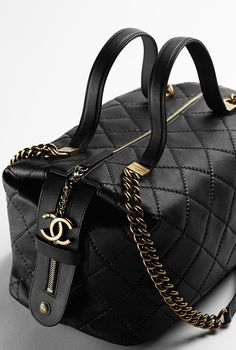 Sac bowling en cuir de veau - CHANEL Women's Handbags & Wallets - http://amzn.to/2ixSkm5