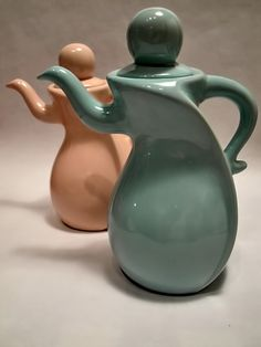Dancing retro teapots in pastels - Animated for earl grey!