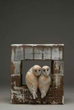 Romantic love in art, sculpture and clay Clay Birds, Ceramic Birds, Ceramic Animals, Clay Animals, Ceramic Art, Pottery Sculpture, Bird Sculpture, Owl Art, Bird Art