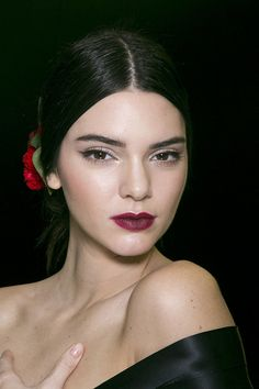 Dolce and Gabbana Spring 2015 makeup - dark lip, classic eye