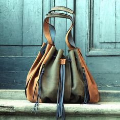Marlene is closed with a magnet and additional decorative straps. You can easily wear it on the shoulder or in your hand. Bag is made of beautiful