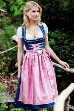 Pink und Dunkelblau – ein starker Kontrast, der für viele bewundernde Blicke sorgen wird! Dieses Dirndl überzeugt aber nicht nur mit seinen leuchtenden Farben, auch das Muster auf der rosafarbenen Schürze ist etwas Besonderes. Das... Drindl Dress, Maid Dress, Traditional German Clothing, Traditional Dresses, Mode Outfits, Fashion Outfits, Rustic Outfits, Fantasy Dress, Feminine Dress
