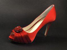 Alessandra Avallone  #wedding #bride #shoes #fashion