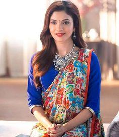 Indian television's most loved bahu is Mrs. Rajni Kant of Bahu Humari Rajni Kant fame. We are talking about Ridhima Pandit. Beautiful Heroine, Beautiful Actresses, 15 Dresses, Indian Dresses, Casual Work Attire, Senior Girl Poses, Eid Mubarak, Indian Attire, Beautiful Saree