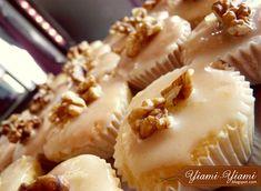 μμμ μύρισε λεμόνι, αν είστε FANτης γλυκόξινης γεύσης, τότεαυτόπρέπει να το δοκιμάσετε... ΥΛΙΚΑ: • 180γρ. βού... Greek Recipes, Cake Pops, Camembert Cheese, Cake Recipes, Muffins, Deserts, Food And Drink, Pie, Cupcakes