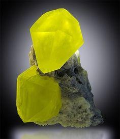 Sulfur on Aragonite. Best of Collectors – Irv Brown   Rock