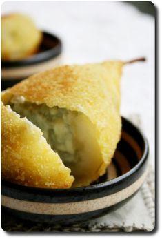 Poires panées: la farce au Roquefort