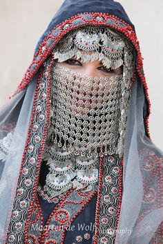 A dress for brides in Yemen with a silver veil.