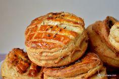 Pogăci cu jumări - rețeta ardelenească de pogăcele fragede   Savori Urbane Romanian Food, Pastry And Bakery, Dessert, Croissant, Cookie Recipes, French Toast, Food And Drink, Meals, Baking