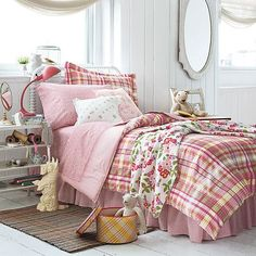 This would be a sweet guest room or girls bedroom.