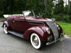 1937 Ford Deluxe Model 78 Sedan Convertible - gorgeous shade of burgundy. #vintage #1930s #cars