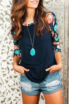 This floral raglan sleeve is really cute with the necklace. I would pair it with jeans, never those shorts. Casual Outfits, Cute Outfits, Fashion Outfits, Womens Fashion, Fashion Advice, Fashion Clothes, Umgestaltete Shirts, Refashion, What To Wear
