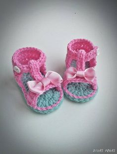 These fashionable, adorable baby girl summer sandals will make your baby little feet cozy and warm. Shoes are feature with working button. This is fantastic gift for birthday, baptism/christening or baby shower. Baby girl summer shoes crocheted with soft baby acrylic yarn. Designed and