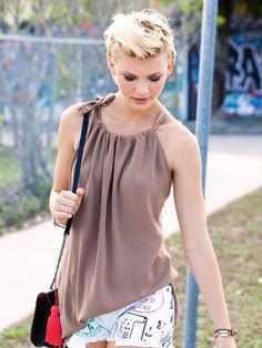 Para realizar ésta blusa, aquí abajo el molde, igual el delantero y la espalda. Las 3 medidas que aparecen se corresponden con ...