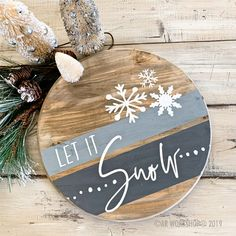 Round Wood Projects - AR Workshop wood projects projects diy projects for beginners projects ideas projects plans Christmas Wood Crafts, Christmas Signs Wood, Farmhouse Christmas Decor, Holiday Crafts, Christmas Ornaments, Diy Christmas Projects, Christmas Wood Decorations, Winter Wood Crafts, Fall Wood Signs