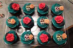 Dia de los Muertos Cupcakes & Cake | Flickr - Photo Sharing!