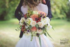 Zahradní a krajinářská architektura, zakázková floristika - Letem květem Foto: Kateřina Ševčíková #svatba #svatbapraha #svatbaceskarepublika #svatebnikvetinypraha #svatebnidekorace #svatebnikytice #korsaz #weddingflower #weddingbouquets #flowerdecoration #yourweddingday Bridesmaid Dresses, Wedding Dresses, Floral Wreath, Wreaths, Decor, Fashion, Bridesmade Dresses, Bride Dresses, Moda