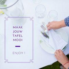 Het 'savoureren' van je maaltijd begint al voor je aan tafel gaat. Even de tijd nemen om er in gedachten al een feestje van te maken voor jezelf of  je tafelgenoten. Bewust aandacht besteden aan de zorg van een gezellige gedekte tafel kost geen moeite en weinig tijd. Ook als je alleen eet, maak van dit moment een ritueeltje om goed voor jezelf te zorgen. Een doordeweekse maaltijd verandert in een vitaliserend moment