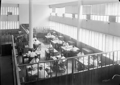 Interior da fábrica - serviços técnicos e sociais. Fotografia sem data. Produzida durante a actividade do Estúdio Mário Novais: 1933-1983.  [CFT003 064370.ic]