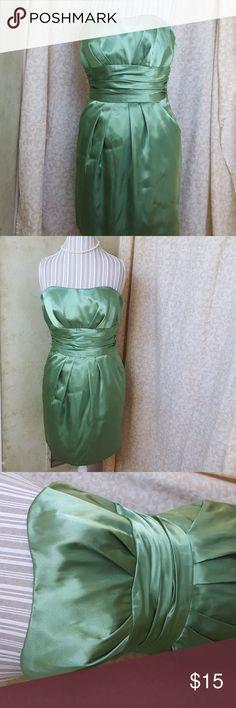 David's Bridal/ Prom Dress David's Bridal Kelly green shirt dress. Sleeveless but has a bustle top and 2 front pockets. Zipper back. David's Bridal Dresses Prom