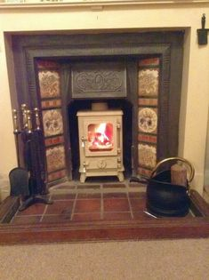 The Hobbit Stove is a small cast iron multi fuel stove from Salamander Stoves using the Turboblaze technology, the glass stays clean, is efficient and comes with 5 year guarantee. Brick Fireplace Log Burner, Wood Fireplace Inserts, Cast Iron Fireplace, Small Fireplace, Cozy Fireplace, Fireplace Ideas, Victorian Living Room, Victorian Fireplace, 1930s Fireplace