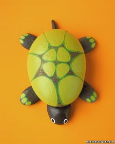 Painted Rock turtle from MarthaStewart.com...all the rock critters are cute!