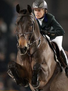 The most important role of equestrian clothing is for security Although horses can be trained they can be unforeseeable when provoked. Riders are susceptible while riding and handling horses, espec… Horse Girl, Horse Love, Pretty Horses, Beautiful Horses, Clydesdale, Equestrian Outfits, Jolie Photo, Show Jumping, Horse Pictures