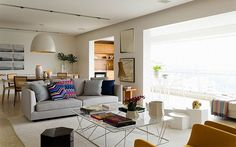 Spacious-and-airy-living-space-of-the-stylish-Brazilian-homeface