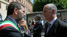 """Il governo scoglie il municipio di Ostia per mafia. Marino """"sotto tutela"""" con superpoteri a Gabrielli - La Stampa"""