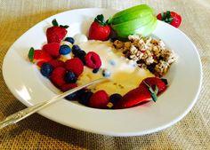 Acorde , inspire se e faça seu café da manhã; com frutas , granola, iogurte natural; coma frutas  com outros ingredientes, elas são sempre doces evite comê-las só, porque sua glicose poderá alterar, combinada as partes isso não acontecerá e você poderá se deliciar com tranquilidade.