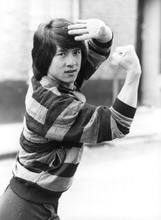 One of my all time favourite people who i think is under appreciated for what he has done. Jackie Chan SBS MBE is a Hong Kong actor action choreographer comedian director producer martial artist screenwriter entrepreneur singer and stunt performer. Kung Fu Martial Arts, Martial Arts Movies, Martial Artists, Bruce Lee, Hapkido, Trending Topic, Kung Fu Movies, Hollywood Men, Chuck Norris