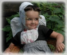 Klederdracht♥Walcheren Family Roots, Cute Little Girls, Traditional Outfits, Netherlands, Holland, Touch, Culture, Costumes, Children