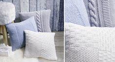 """L'hiver approche, pour cocooner en douceur, réalisez des housses de coussin en tricot à disposer sur votre canapé. Fournitures Laine Mérinos """"DMC"""" bleue, blanche et grise Aiguilles à ..."""