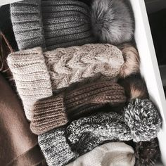 Key pieces voor in je wintergarderobe - Shopperella Nude Scarves, Crystalin Marie, Turtleneck Sweatshirt, Most Popular Instagram, Black Beanie, Fashion Styles