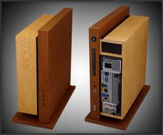 Jeffrey Stephenson's Level Twelve is a teak and bird's eye maple PC case. The teak support box houses an HDD, optical drive and a USB hub, while the Computer Desk Setup, Computer Gadgets, Pc Cases, Diy Pc, Pc Case Diy, Custom Computer Case, Electronic Packaging, Build A Pc, Office Desktop