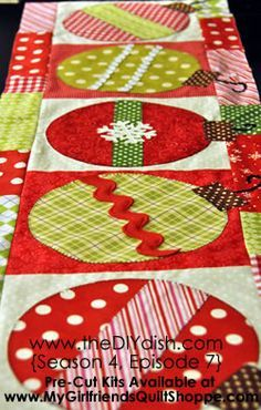 Christmas Ornament Table Runner - love the jumbo ricrac trim. Would be cute to make little ornaments on dishtowels.