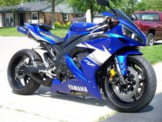 2004 Yamaha YZF-r1 with Black to Blue Anodized underseat exhaust